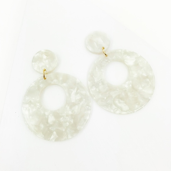 CLOSET REHAB Jewelry - Open Circle Pendant Drop Earrings in White